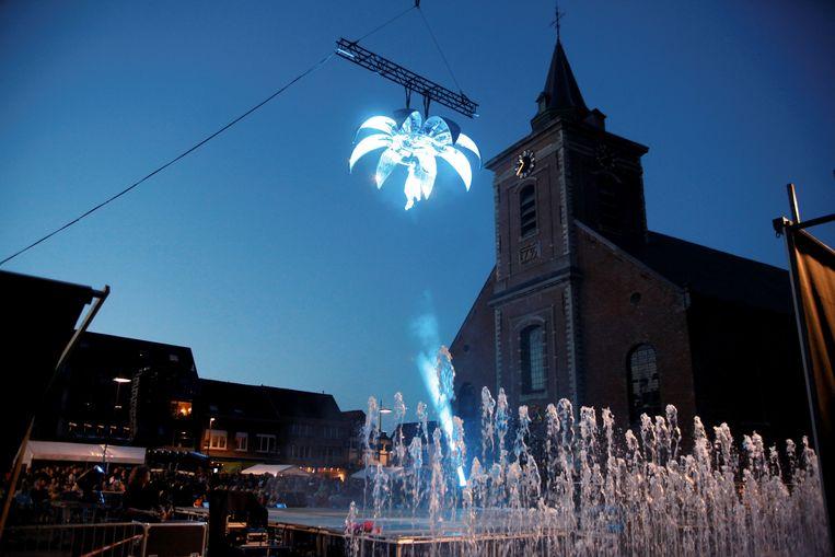 De kerk vormt het decor voor de vijfde editie van Studio Kontrabas. In 2012 was er al eens een spektakel met belichting aan de kerk, toen naar aanleiding van de vernieuwing van het Marktplein.