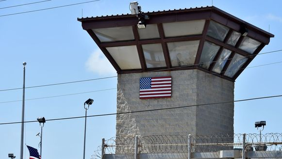 Wachttoren bij het gevangenenkamp in Guantánamo Bay