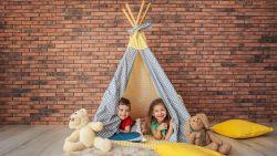 Wekenlang je kleine kinderen thuis zoet houden? Het juiste speelgoed doet veel