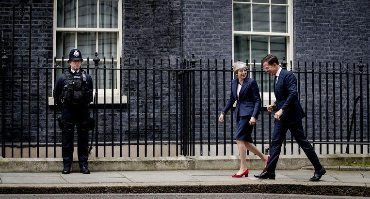 Mark Rutte was gisteren op bezoek bij de Britse premier Theresa May in Downingstreet. Beeld ANP