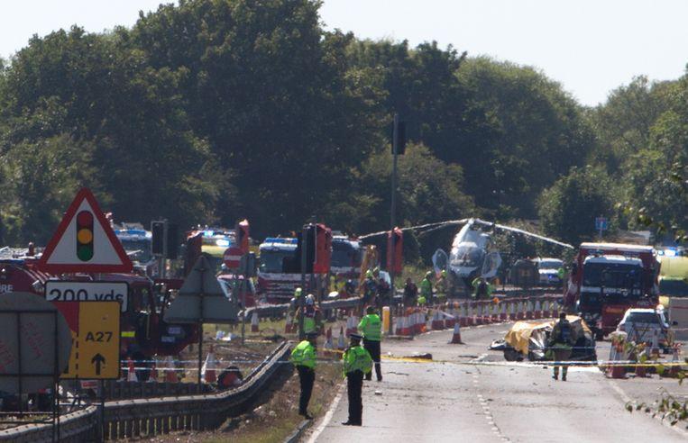 Hulpdiensten aan het werk bij de plaats van de ramp.