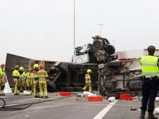 Dode en zes gewonden na enorme crash op A73: snelweg tussen Malden en Wijchen tot avondspits dicht