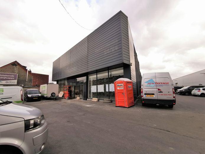 Action opent de nieuwe winkel in het oude gebouw van Orchestra op de Edingensesteenweg in Halle dat momenteel verbouwd wordt.