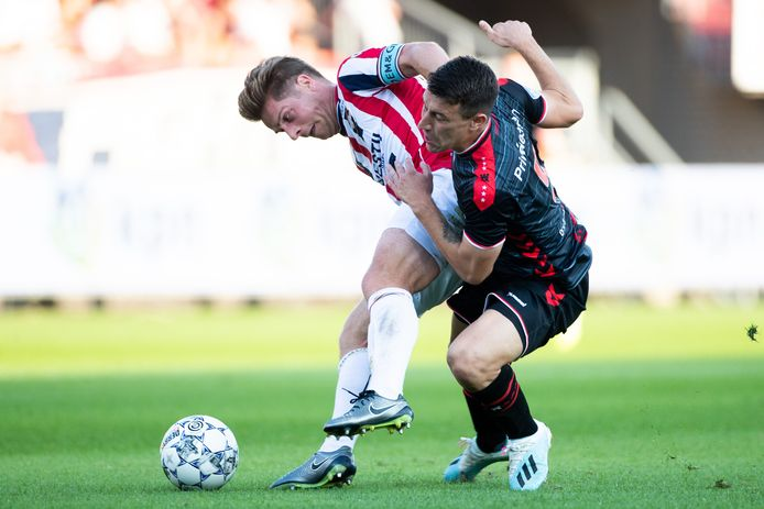 Jordens Peters in duel met Marko Kolar.