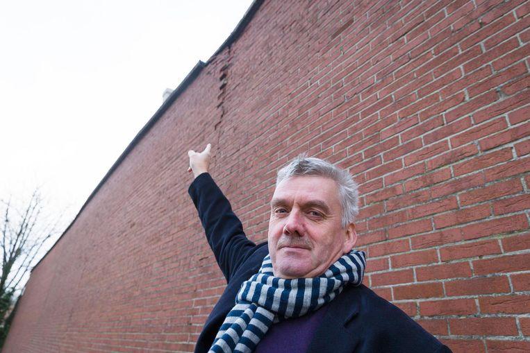 Burgemeester Frank Bruggeman van Zelzate sloot gisteren de technische dienst aan de Suikerkaai wegens instortingsgevaar.