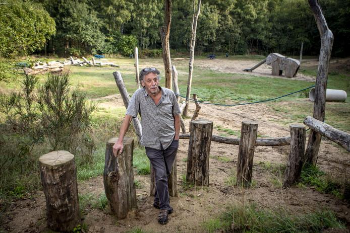 Johan Geerdink in de Ordelmanskoele bij de door hem aangelegde natuurspeelplek.