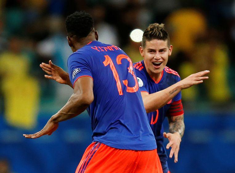 James Rodriguez en Yerry Mina vieren de Colombiaanse winst. Beeld REUTERS