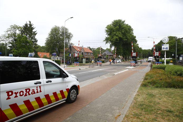 De spoorwegovergang in Wezep.