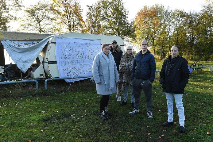 De woonwagenfamilie Pennings uit Boxmeer strijkt vandaag of morgen neer in de buurt van het gemeentehuis.