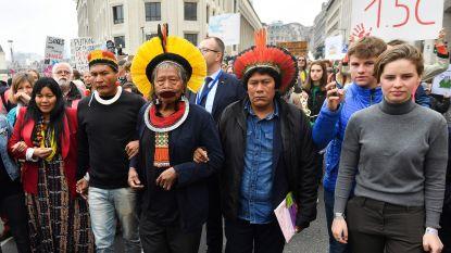 Raoni vraagt 650 klimaatspijbelaars in Brussel mee te strijden tegen ontbossing