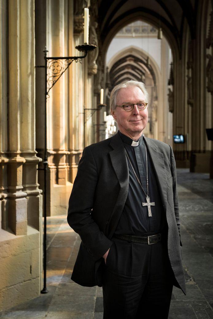 """Bisschop Gerard de Korte in de Sint -Jan: ,,Het is gezelliger als de terrassen vol zitten, dat is ook wat je mensen gunt""""."""