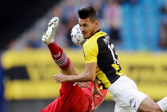 Oussama Darfalou, zondag nog succesvol in de wedstrijd tegen AZ, begon in de basis in de oefenwedstrijd tegen SC Heerenveen.