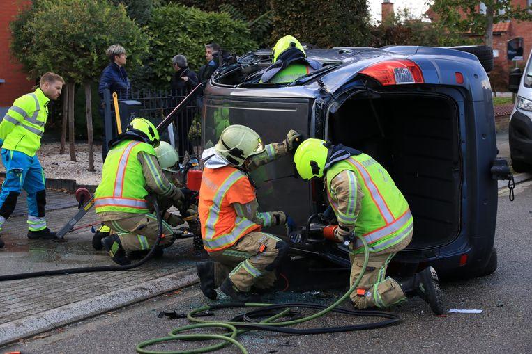 De brandweer moest de bestuurster uit de auto bevrijden