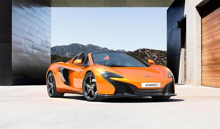 De McLaren 650S Spider heeft een topsnelheid van 330 km/u en snelt van 0 naar 100 kM/u in 3 seconden.