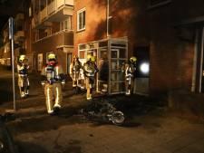 Scooterbrand zorgt voor veel rook in Haags portiek