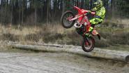 Politie lokt motorcrossers in val in bos