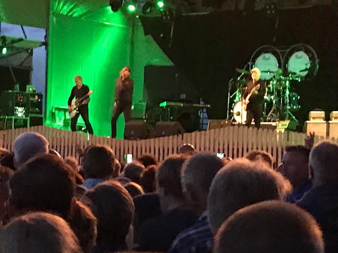 De Haagse rockband Golden Earring op de tweede avond van het festival Culinesse in Nesselande.
