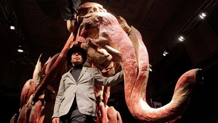 Gunther van Hanges met een van zijn kunstwerken Beeld reuters