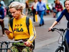 Dit is hoeveel boetes er in jouw gemeente werden uitgedeeld voor appen op de fiets