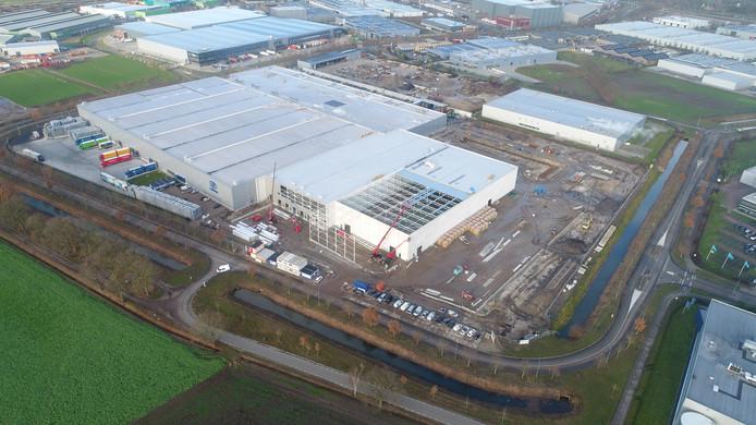 De nieuwe productiehal van Canpack in aanbouw.