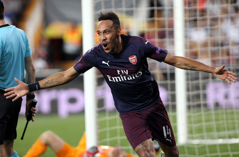 Spits Pierre-Emerick Aubameyang van Arsenal viert het derde doelpunt van zijn team tijdens de halve finale van de Europa League in Valencia.  Beeld AP