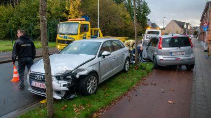 Bestuurster knalt op geparkeerde auto in Oeselgemstraat