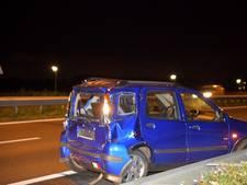 Vrachtwagen botst op voorgangers: auto's flink beschadigd