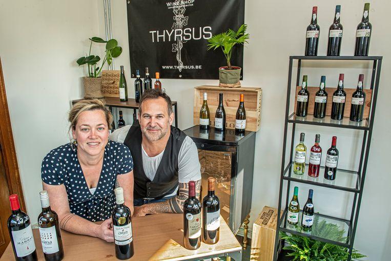 Charlotte Vereecke en Wouter Degryse hebben zopas een nieuwe wijnshop geopend.