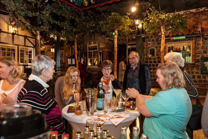 Mantelzorgers konden donderdag onder andere deelnemen aan een workshop alcoholvrije cocktails maken.