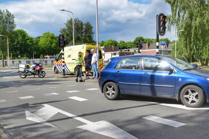 Twee automobilisten hebben de vrouw geholpen.