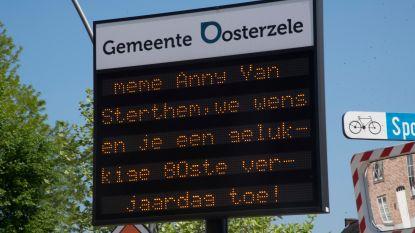 """""""Meme, proficiat met je 80ste verjaardag"""":  gemeentelijke infoborden tonen nu ook persoonlijke boodschappen"""