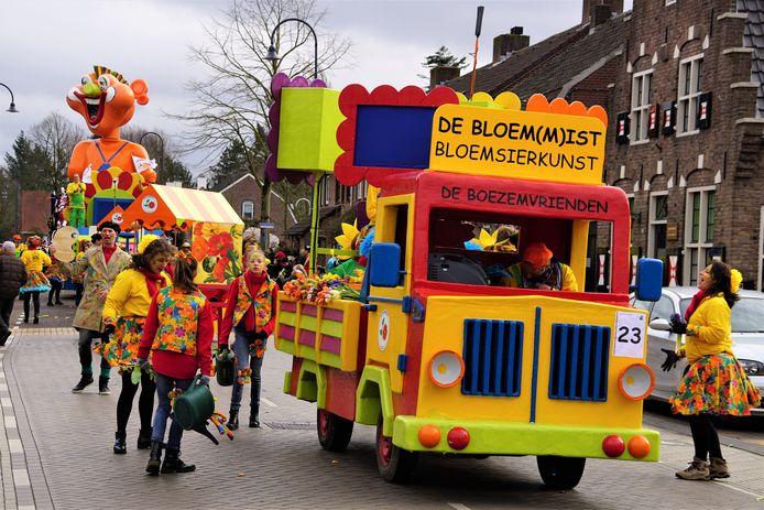 Boezemvrienden met: 'De bloem(m)mist'Optocht Stiphout