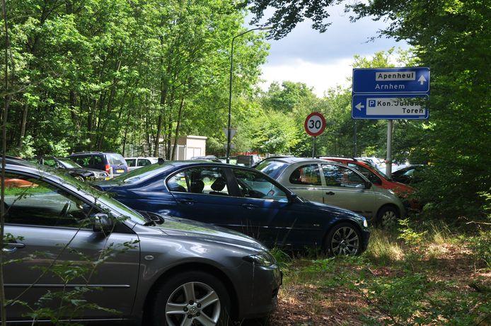 Parkeeroverlast door Apenheul;  het zou definitief verleden tijd moeten zijn.