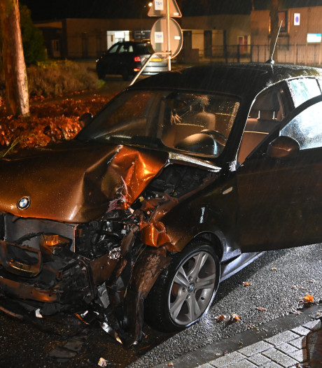 Auto vliegt uit de bocht en belandt tegen container in Malden, bestuurder aangehouden