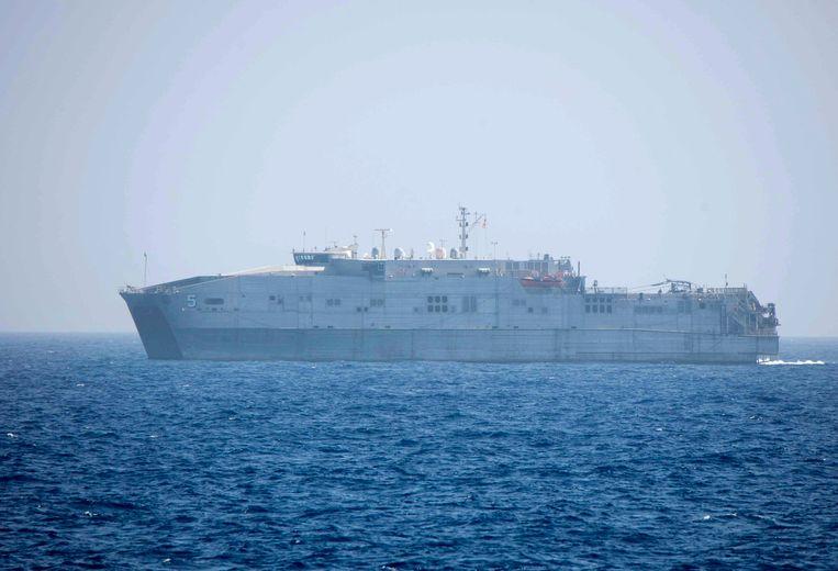 De USNS Trenton, die zijn basis in Napels heeft,  wacht al twee dagen op instructies over waar het de migranten naartoe moet brengen.