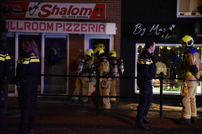 Er werden brandende flessen in de grillroom in De Lier gegooid.