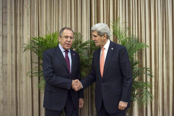 De Russische minister van Buitenlandse Zaken Sergej Lavrov en zijn Amerikaanse ambtgenoot John Kerry.