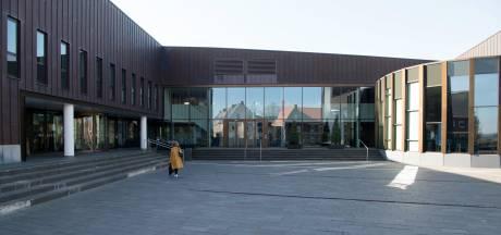 Gemeentehuis van Dalfsen krijgt eindelijk een groen en duurzaam voorplein