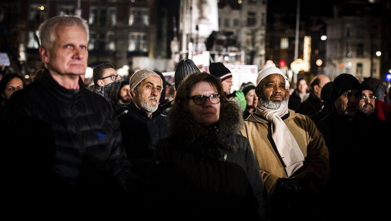 Belangstellenden op de Dam tijdens een demonstratie naar aanleiding van de aanslag in Parijs bij Charlie Hebdo Beeld anp