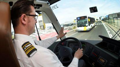 Lievegem wil scholieren kwart van busabonnement terugbetalen