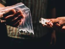 Vriezenveens drugshuis op slot: 'Jongen deed nergens wat op uit'