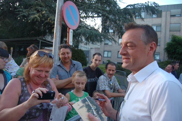 Tom Waes met zijn fans op de braderij.