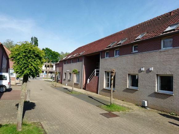 De sociale woningen in de Halve Maanstraat worden volgend jaar vernieuwd. Op termijn wordt het de centrale plaats voor alle doorgangswoningen en LOI's.