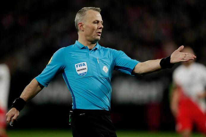 Scheidsrechter Björn Kuipers.