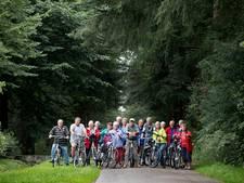 Wout op kop, gasten in peloton: weer veel fietsers in Lage Mierde