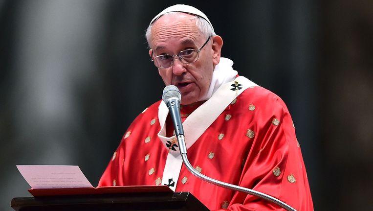 Paus Franciscus, vrijdag in de Sint-Pietersbasiliek in Rome. Beeld afp