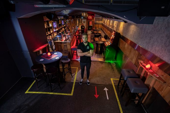 Marcel van Veen van Club Barbaars gooit het over een andere boeg, vanaf vrijdag is zijn club geen club meer maar een snackbar.