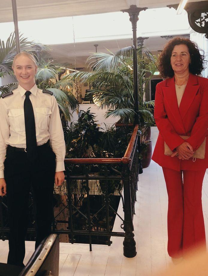 Annemijn zorgt tijdens Prinsjesdag voor de beveiliging van minister Van Engelshoven.