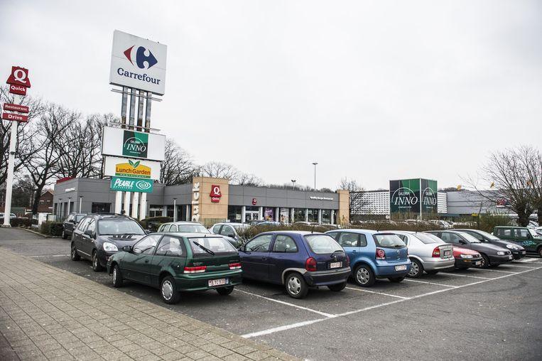 Nieuw shoppingcenter op parking carrefour merksem for Protector parking carrefour