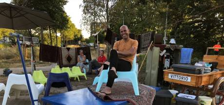 Perzische ijsverkoper Vittorio wil stoppen na anonieme klachten: 'Ik huil bevroren tranen'